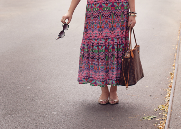 burberry sunglasses louis vuitton neverfull and anthropologie maxi on a fashion blogger in the west village